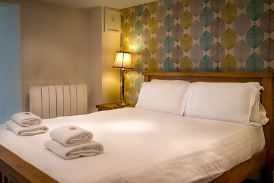 24-iNNOVATIONphotography-property-photographer-Swansea-Home-Whisperers-White-House-Hotel-4764