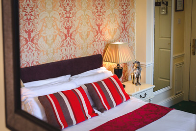 16-iNNOVATIONphotography-property-photographer-Swansea-Home-Whisperers-White-House-Hotel-4701
