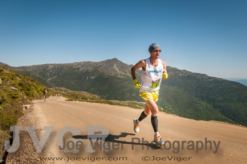 Simon Gutiurrez at mile 5