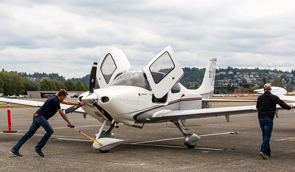 RainierFlight-AirplaneCirrus-ParkingPlane-8045