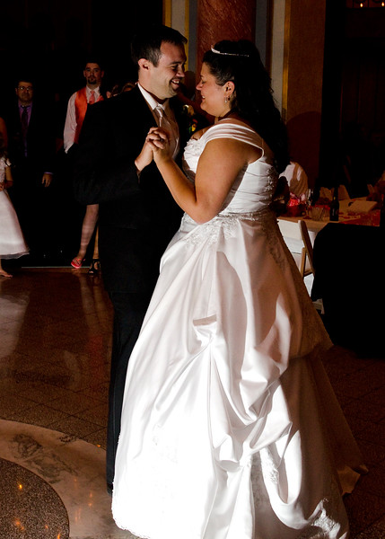 Rotunda_Waukesha_Wedding_CaitlinChad853