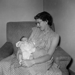 Larraine-Mom023