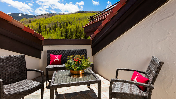 Sonnenalp-VailMountain-Patio-UHD