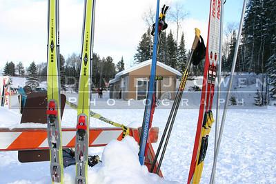 010205-44 Skis