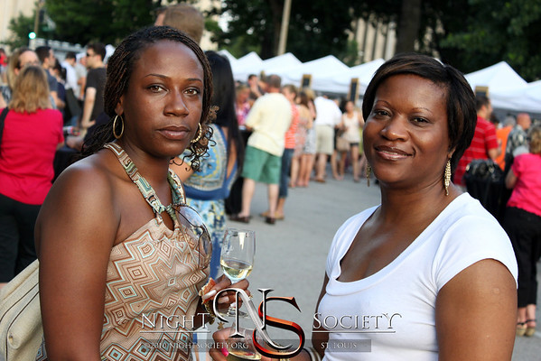 Fresh 102.5, KMOX & Y98 present St. Louis Uncorked: A Wine & Music Festival. Photography by Maurice