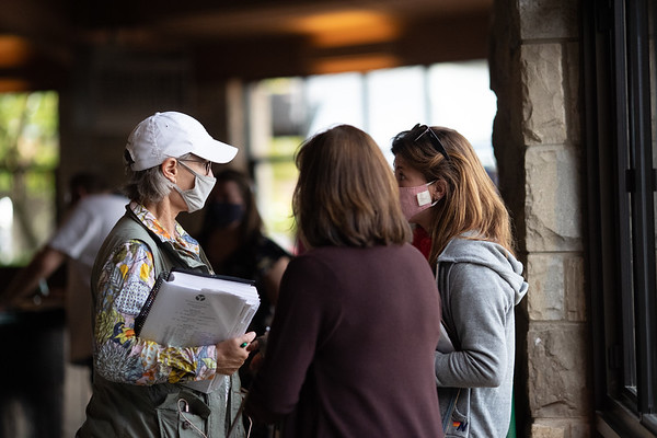 Kitty Taylor, of Warrendale Sales, confers with Barbara Banke and her longtime assistant Lesley Howard at the Keeneland Sales 9/17/20.