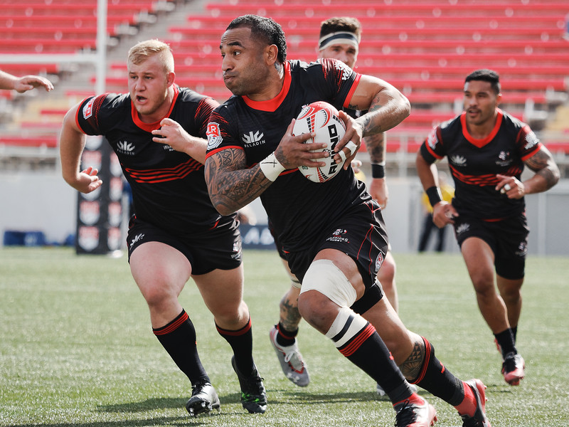 Fetu'u Vanikolo makes a breakaway try in the 1st half (Davey Wilson)