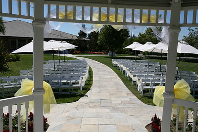 1008091-0013    MOORPARK, CA - AUGUST 14: The Courtney Peldon and Bradley Lieberman Wedding Day Celebration on August 14, 2010 in Moorpark, California. (Photo by Ryan Miller/Capture Imaging)