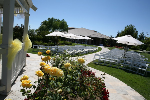 1008091-0020    MOORPARK, CA - AUGUST 14: The Courtney Peldon and Bradley Lieberman Wedding Day Celebration on August 14, 2010 in Moorpark, California. (Photo by Ryan Miller/Capture Imaging)