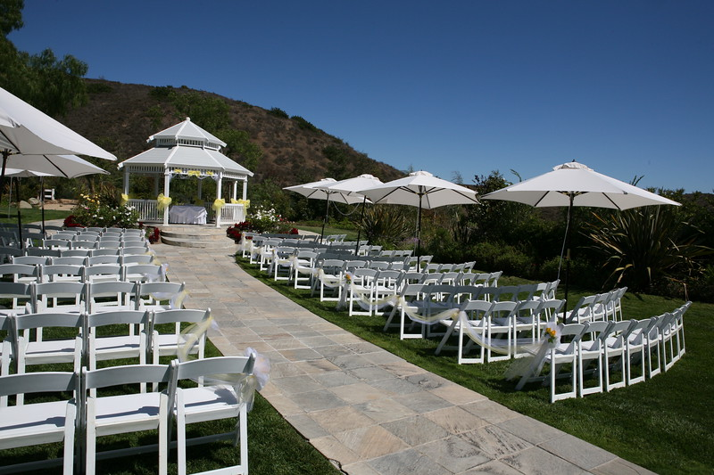 1008091-0022    MOORPARK, CA - AUGUST 14: The Courtney Peldon and Bradley Lieberman Wedding Day Celebration on August 14, 2010 in Moorpark, California. (Photo by Ryan Miller/Capture Imaging)