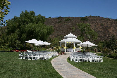 1008091-0007    MOORPARK, CA - AUGUST 14: The Courtney Peldon and Bradley Lieberman Wedding Day Celebration on August 14, 2010 in Moorpark, California. (Photo by Ryan Miller/Capture Imaging)