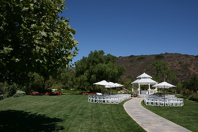 1008091-0008    MOORPARK, CA - AUGUST 14: The Courtney Peldon and Bradley Lieberman Wedding Day Celebration on August 14, 2010 in Moorpark, California. (Photo by Ryan Miller/Capture Imaging)