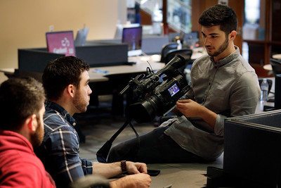 David Caltabiano, an MMJ for News4 San Antonio (WOAI-TV), right, talks to workshop attendees, David Graves, middle, and Dre Snadecki, left, during his last assignments at the News Video Workshop on the campus of the University of Oklahoma in Norman, Okla, on Thursday, March 22, 2018. (Photo by Joe Mahoney)