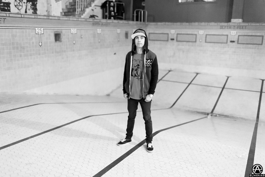 Vic Fuentes solo pool party