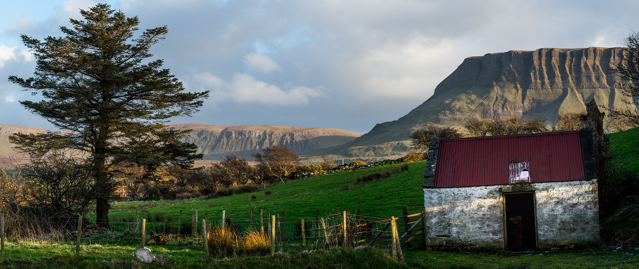 A small fire wood shed in Sligo with Benbulbin in the background.åç