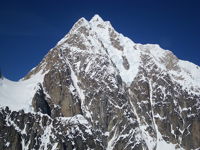 The south ridge (L) and southeast spur (R) of Mount Hunter.