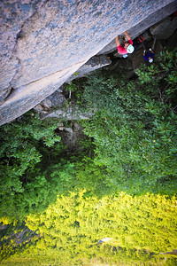 Recollections of Pacifica, 5.9 trad at Precipice crag, ME, USA Climber: Guillaume Bitton