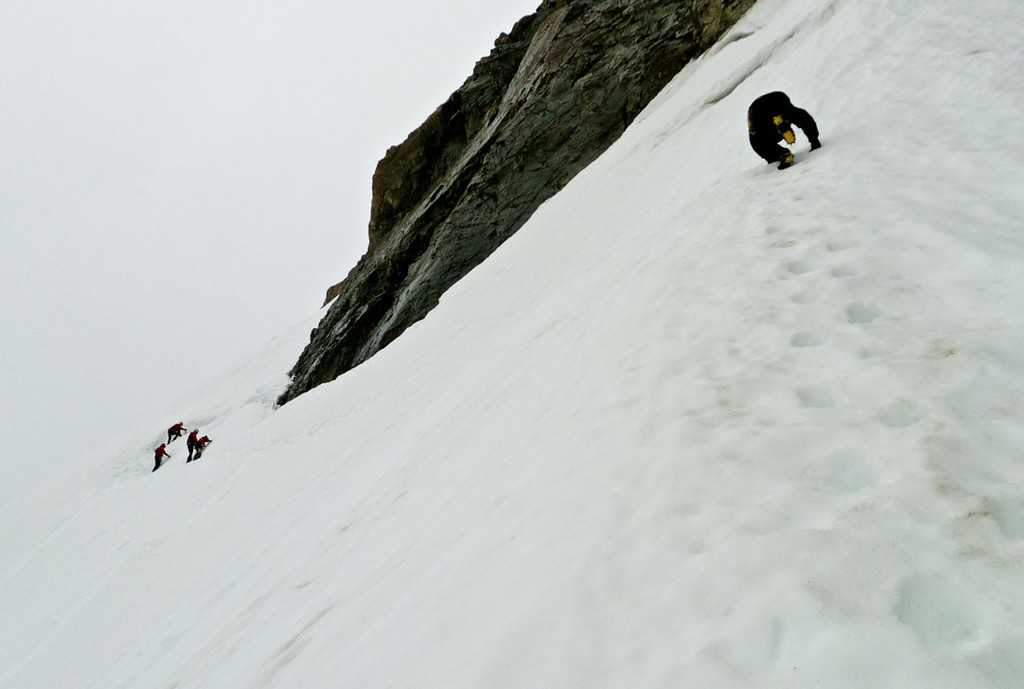 Negotiating bergschrund and steeper snowslopes