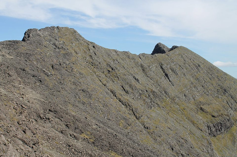 The two pairs on the ridge give some sense of the scale of the Cuillin