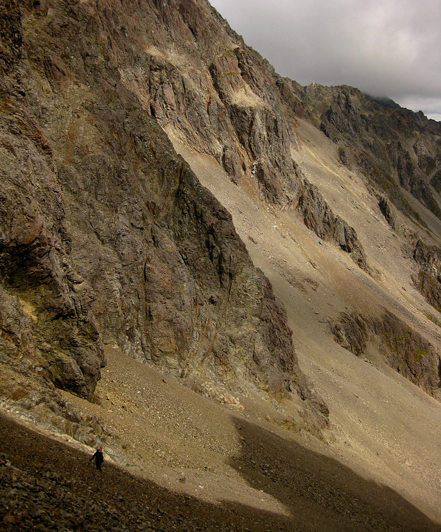 Descending scree for an exit to the Sabine valley