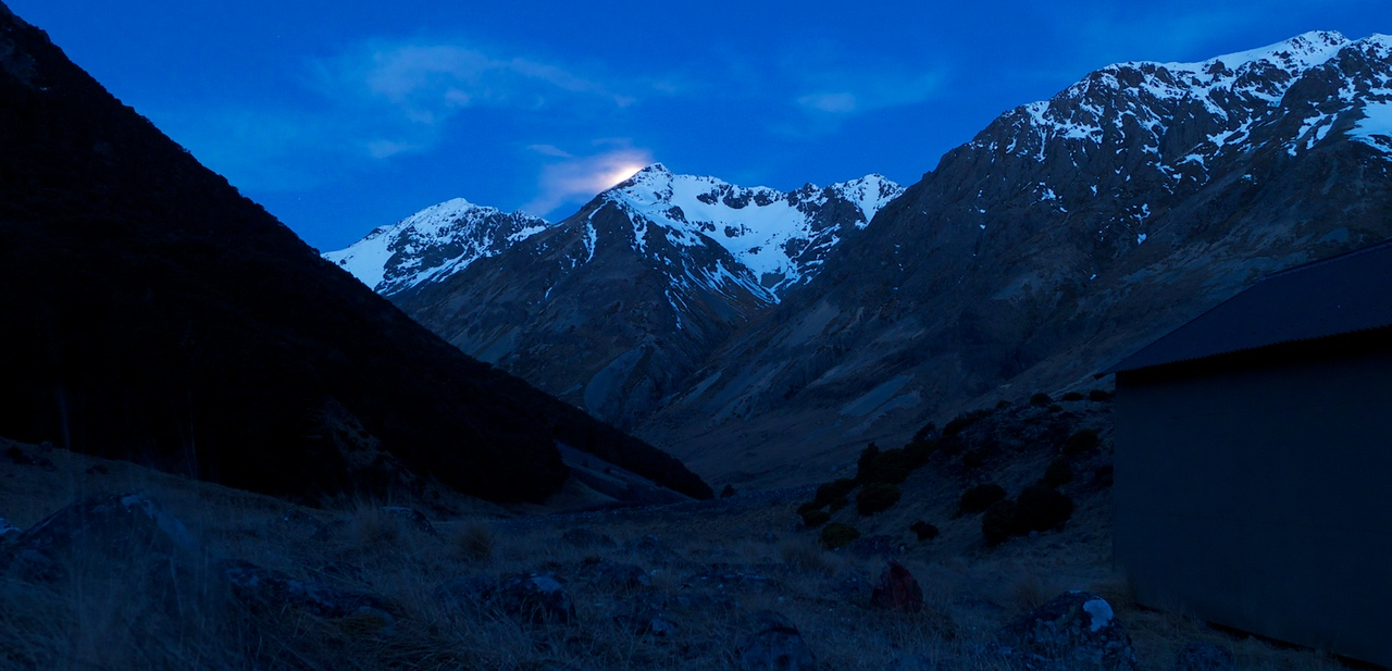....after an afternoon we spent gathering firewood and generally lazing around the hut, the moon comes up behind Mt Iris