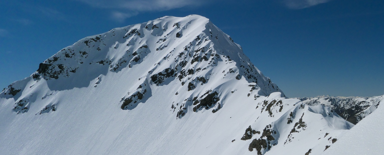 Mt Paske as seen from a kilometre or so down the SW ridge.  SE ridge at right