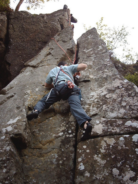 Glasgow outcrop climbing. Neil on Stiletto Crack, Craigmore.