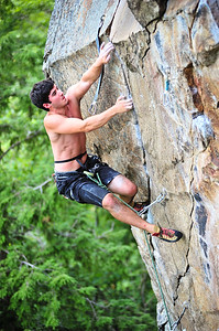 Beat junkie, 5.13b at Main Cliff (Iron Man Wall), NH, USA Climber: Andrew Freeman