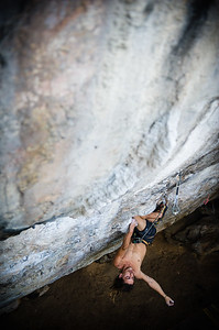 Art and Sport, 8a+ (5.13c) at Dum's Kitchen, Tonsai. Climber: Jonas Cruz