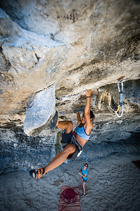Gaeng Som Plaa (Sour Fish Curry) 7c+ (5.13a) at Tonsai Roof, Tonsai. Climber: Lis.