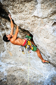 Tales of Power, 7a (5.11d) @ Phra-Nang Beach, Railey Climber: Caio Tombini