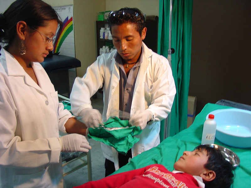 Ceci has sterilized a pack of dressings and instruments to treat the child.  She and Enrique work very well together and are very well trained.  The child is in very good hands.