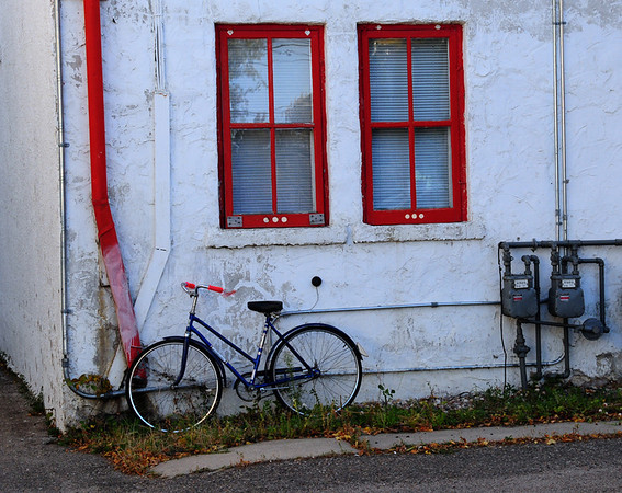 I-CO-GreenwoodT-Bicycle_in_the_Alley