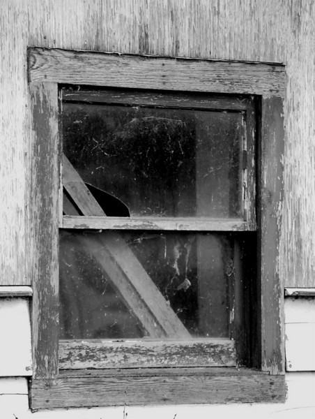 I-BW-Back_Alley_Window_To_The_Past-LongJ