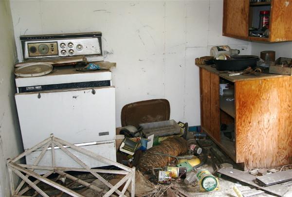 A-CO-Deserted_Kitchen-RiemerD
