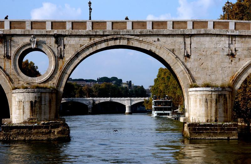 A-CO-Bridges_of_Rome-RiemerD