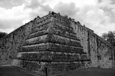 BW-Tomb Of The Mayan Priests-Dale Read