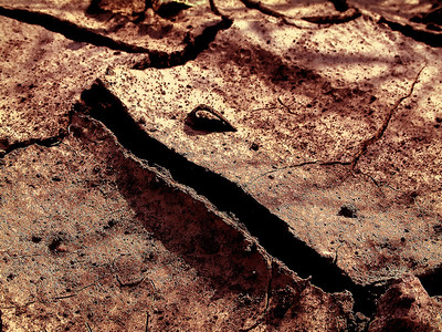 AR-Erupting Earth-Richard Kerbes