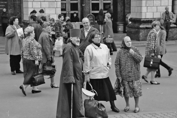 BW-People Watching People-Ian Sutherland