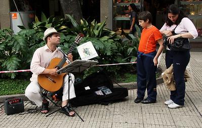 TR-Buenos Aires Busker-Richard Kerbes