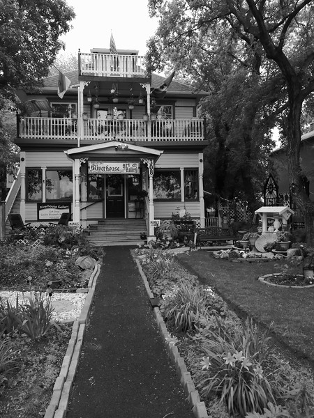 Black And White Heritage Home-Duncan Myers
