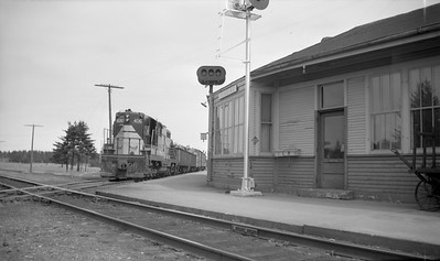 2021.008.3.002--clint jones 116 neg--SOO--EMD diesel locomotive 406 on mixed freight train at depot--Pembine WI--1961 0400. Soo Line mixed trains replaced thier trains 7-8 when removed between Rhinelander and Sault Saint Marie.