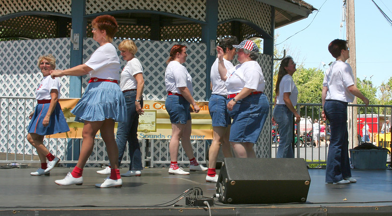 """Clogging Express performing """"Uncle Pen"""""""