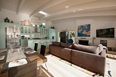 Cloud 9 Luxury Villa - Dining Living