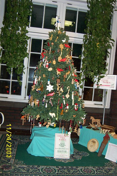 2003 CHRISTMAS TREE