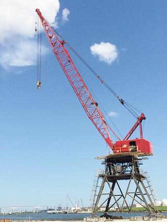 IT 082314 gantry crane with Beltway 8 bridge