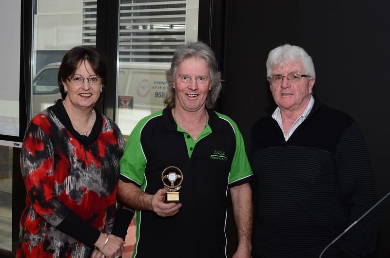 Karen & Ian Bradshaw receive an appreciation award from Western Victoria Chapter Captain, John Gleeson (right)