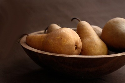 Teri Moyer_Pears in Wooden Bowl