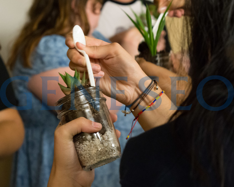 Fall 2017 Weeks of Welcome Terrarium building hosted by GEO club Photos by Theodore Liu '19
