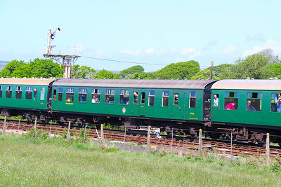 Mk1 BSO 9015 arrives into Harmans Cross on the Swanage Railway 08/05/11
